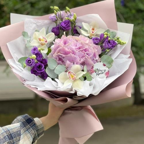Купить на заказ Букет гортензия с орхидеей  с доставкой в Байконуре