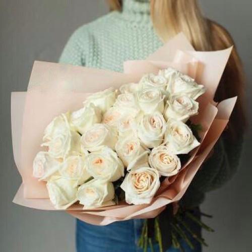 Купить на заказ Букет из 31 белой розы с доставкой в Байконуре