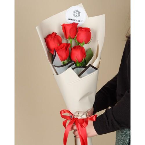 Купить на заказ Букет из 5 красных роз с доставкой в Байконуре