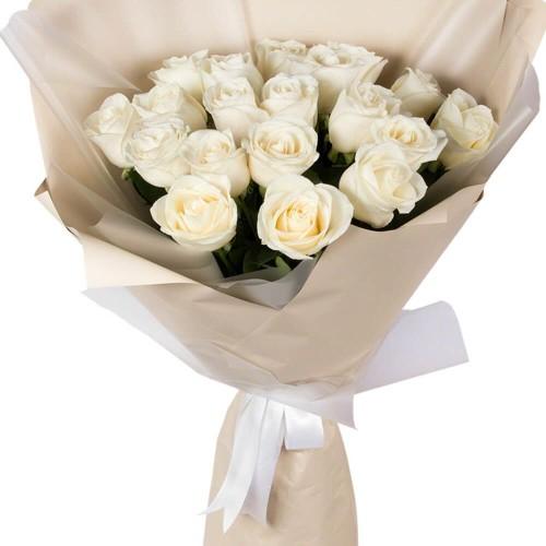 Купить на заказ Букет из 19 белых роз с доставкой в Байконуре
