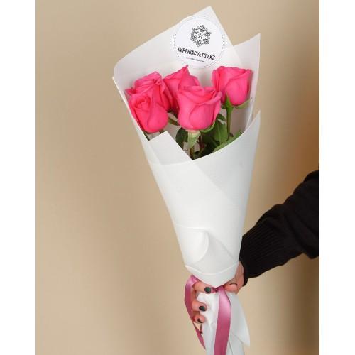 Купить на заказ Букет из 5 розовых роз с доставкой в Байконуре