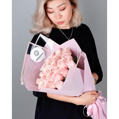 Купить на заказ Букет из 25 розовых роз с доставкой в Байконуре