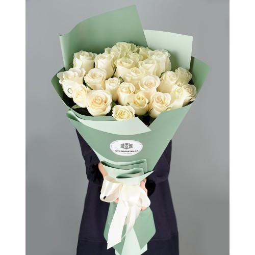 Купить на заказ Букет из 25 белых роз с доставкой в Байконуре
