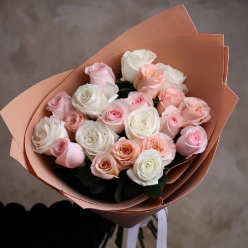 Купить на заказ Букет из 21 розы (микс) с доставкой в Байконуре