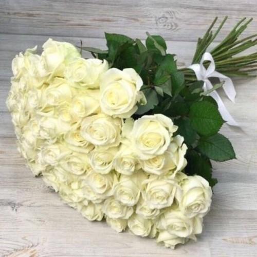 Купить на заказ Букет из 51 белой розы с доставкой в Байконуре