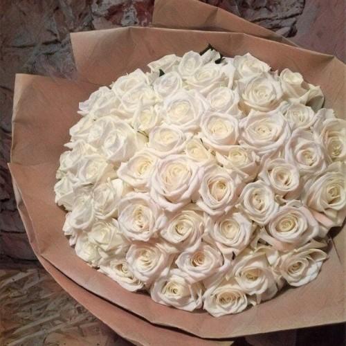 Купить на заказ Букет из 101 белой розы с доставкой в Байконуре